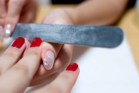 指甲的日常保養十分重要,利用簡單的鹽水、檸檬水就能輕鬆達成!(圖片提供/美忍者)