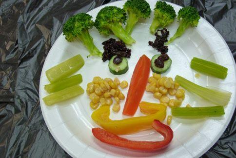 研究发现,以卡通图案做的全谷蔬菜拼盘,能增加孩童对健康食物的喜好.