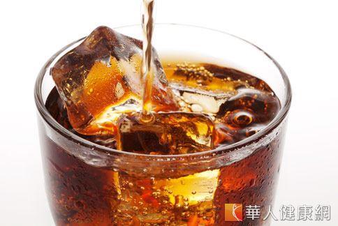 女性生理期間應避免攝取冷飲或冰品,以免經痛症狀加劇。