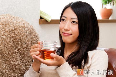 女性容易因過度攝取寒涼食物而導致白帶增多,此時可飲用健脾去濕的茶飲幫助水分代謝,改善分泌物的煩惱。