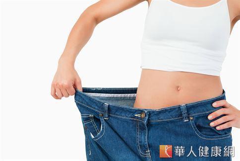 癌細胞所分泌的細胞激素有抑制患者食慾的作用,也會造成患者出現胃口不佳、食慾下降等症狀,影響食物攝取量,導致體重快速下降。