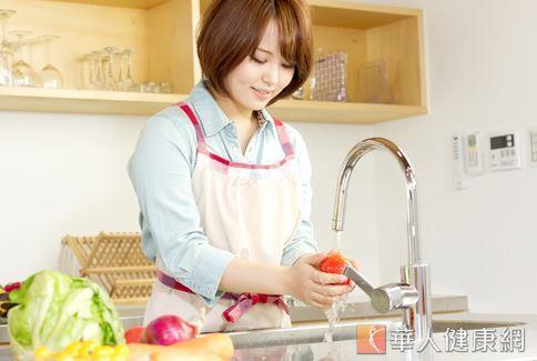 在外選購生機飲食時要注意蔬果是否清洗乾淨,觀察店家的環境衛生是否合乎標準。