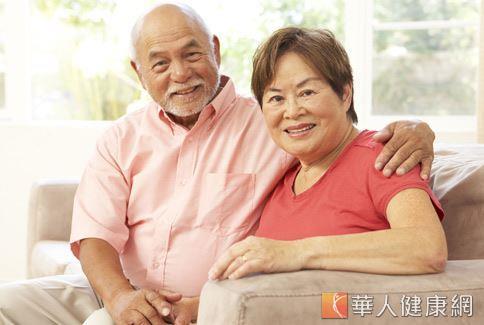 老年人因年紀大氣虛脾弱時,可以透過中醫藥膳來補氣血並調控熱量。