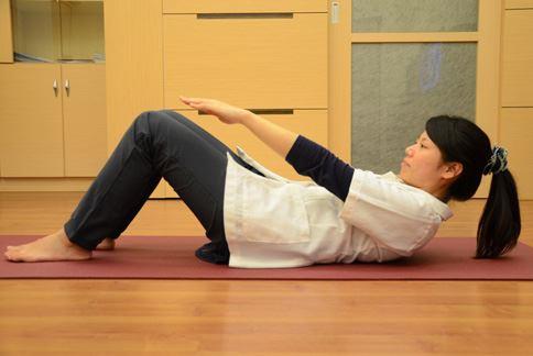 動作示範:腹肌運動。(圖片提供/大千綜合醫院)
