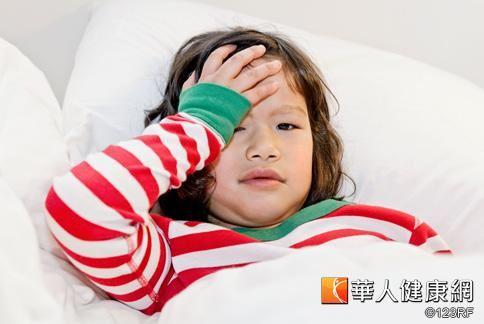 腸病毒疫情進入高峰期,家中幼童若有發燒,或是意識不清,都須趕快就醫。
