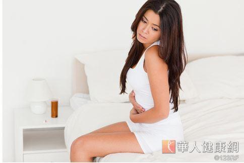 一般而言,女性比男性容易罹患泌尿道感染,主要是因為女性的尿道口離膀胱近。
