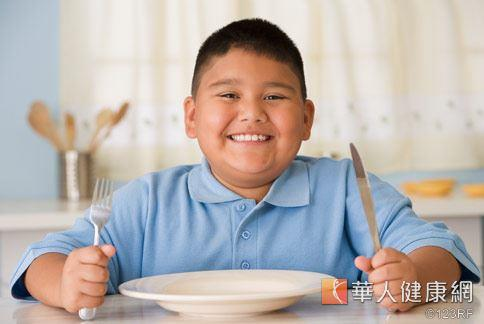 用餐時,不可讓小孩玩耍或過度興奮,以免無法定下心來用餐。