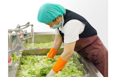 夏日飲食衛生很重要,特別是食物的清洗與料理更不能馬虎。(圖片提供/大林慈濟醫院)