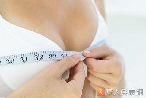 胸部大小與雌激素有很大的關係,坊間流傳的飲食豐胸法,多半是透過補充雌激素,讓胸部UP UP。