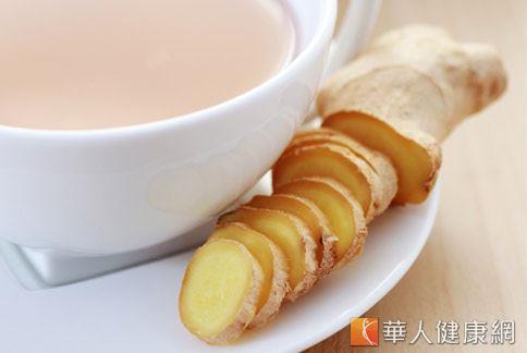 中醫「梨薑汁」,不僅能暖胃健脾,對於促進腸胃蠕動、改善便秘症狀也有不錯的效用。