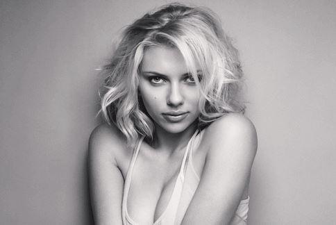 美國媒體披露,演員史嘉蕾喬韓森(Scarlett Johansson)維持好膚質的秘密竟然是以蘋果醋洗臉。(圖片/取材自《君子雜誌》(Esquire))