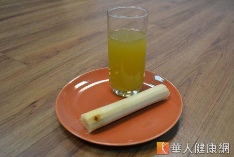 甘蔗汁加熱有清心除煩、止渴、生津、利尿等作用,適合壓力大的上班族飲用。(攝影/洪毓琪)