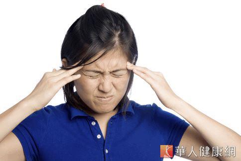 許多人求助營養補充劑如鎂劑、B2等,希望能避免吃止痛藥並減緩偏頭痛。但是營養學教授建議,不如吃天然食品如薑茶、全穀雜糧等。