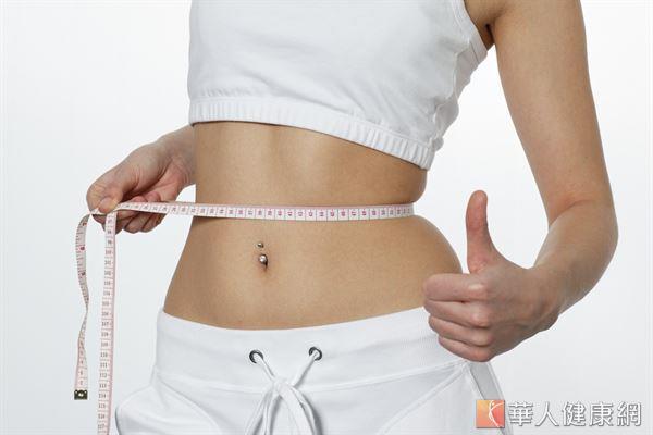 想要長久維持姣好的身材,減重時應把握均衡飲食和熱量控制的原則。
