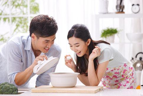 山藥鮮菇濃湯,不僅製做簡單、滋味鮮美,每1人份熱量僅有152大卡。