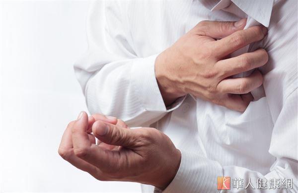 秋冬氣溫變化大,是心臟衰竭的好發季節,醫師提醒高血壓患者應積極控制血壓,以免增加急性心臟病的風險。