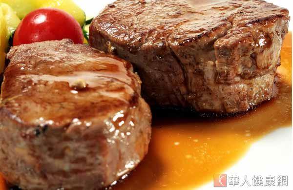 來自頂新的飼料牛油,並已製成83萬餘公斤的重組牛肉,並已流入平價牛排店、燒烤店,再度掀起食品安全風暴!
