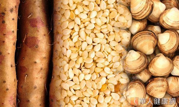 許揚昇營養師表示,山藥、芝麻和蜆,都是目前經科學研究證實可能具有保肝作用的天然食材。