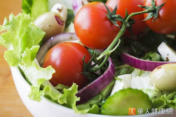 每種色彩蔬果含有不同的植物化學物質,抗氧化和防癌的效果也不同,建議均衡且多樣化攝取。