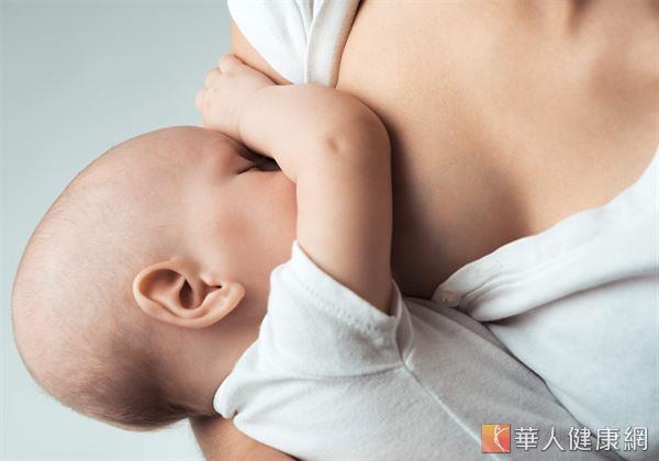 母乳中含有豐富的白血球及抗體,有助保護嬰兒免於感染,及避免嬰兒猝死症候群發生。