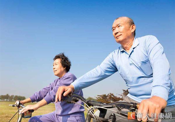 讓高膽固醇者接受3個月的運動訓練,每週3次、1次30分鐘,3個月後發現,膽固醇可降低5至10,所以運動有助於增加好膽固醇。