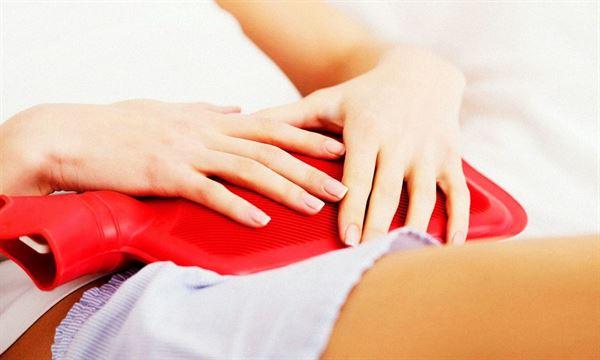 冬季氣溫低,女性容易有宮寒現象導致經痛,熱敷能減輕不適。