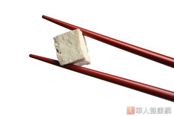 豆腐中的異黃酮能對抗身體老化,也能提高皮膚的抗氧化能力。