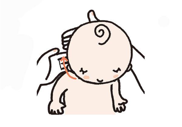 步骤1/ 四指放在宝宝颈部右侧,将皮肤慢慢由下往上推,往后方释压,画圆