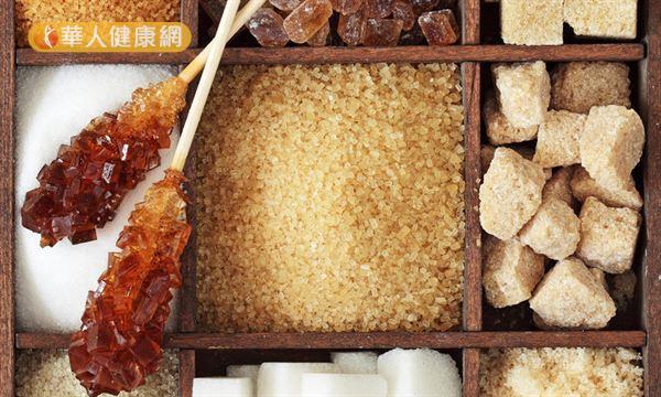 糖類百百種,顏色越淡表示精緻程度越高,礦物質等營養素含量越低。