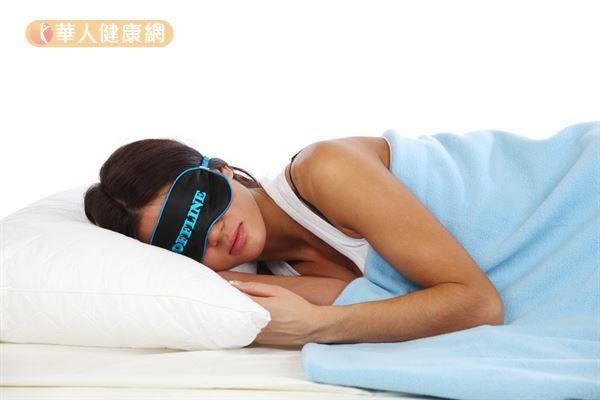 晚上睡覺時一定要關燈,避免光線刺激,避免干擾褪黑激素產生。
