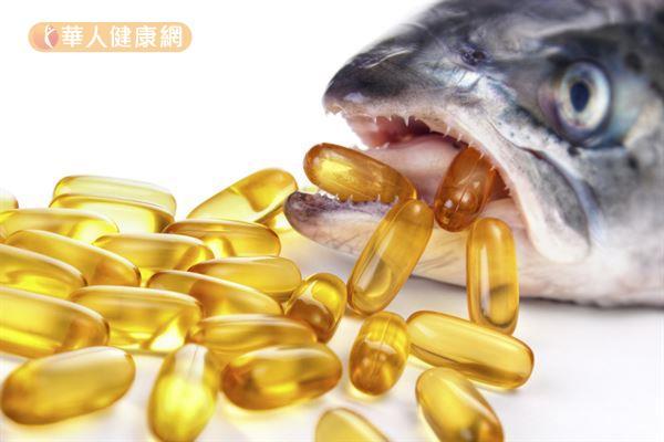 魚油是魚類體脂肪萃取出的油脂,魚肝油則是魚、海豹或深海動物的肝臟提取出的油脂。