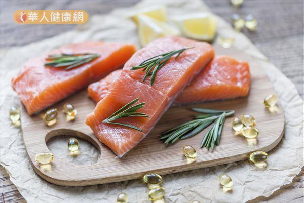 鮭魚、鯖魚、秋刀魚等深海魚類就富含omega-3脂肪酸,從天然食物就能補充。