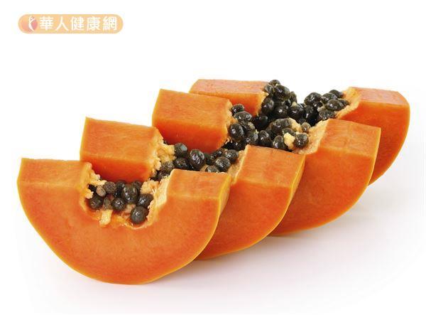 木瓜、紅蘿蔔、蛋黃等天然食物就富含維生素A,而牛奶、牛肉、鮭魚等食物則可以補充維生素D。