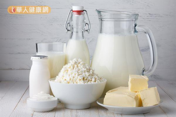 牛奶及乳製品的鈣含量多,是不錯的鈣質補充來源,但起司的製作過程多添加鹽,鈉離子較高,不利於血壓控制。