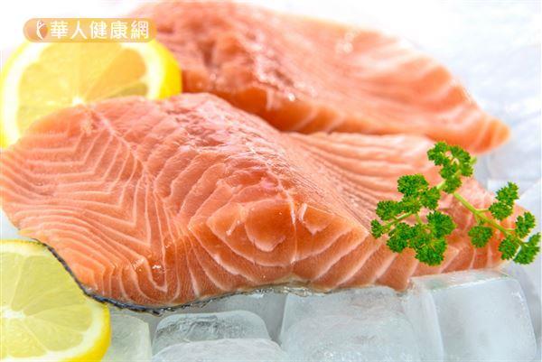 鮭魚含有豐富的Omega-3脂肪酸,適量食用安全的鮭魚有益健康。