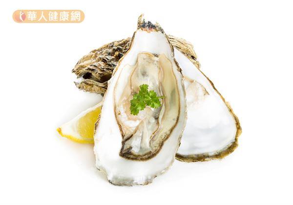 適度攝取礦物質鋅有助維持荷爾蒙的正常分泌,使女性生理週期正常,對於胸部的發育也有幫助。其中,牡蠣、魚貝類就是很好的獲取來源。
