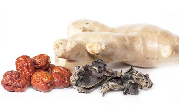 平時多喝點「薑茶」或「紅豆水」有助代謝身體多餘水分,扭轉水腫體質。