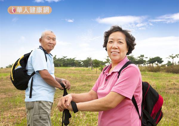經常性的健走有助於降低血管性認知異常的發生風險。
