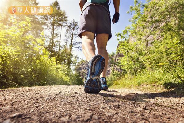 研究發現,每周健走3小時,有助於改善血管性認知異常患者的大腦功能。