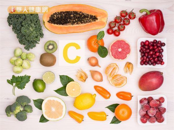 維生素C有輔助膠原蛋白形成的作用,適度補充有利鞏固泌尿道的結締組織,降低細菌感染的機會。