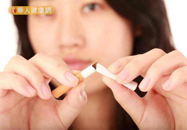 越早吸菸代表菸齡也將拉長,恐增血管惡化風險。