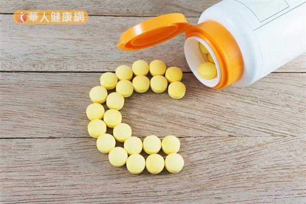 維生素C都沒有殺死病毒和細菌的能力,因此維生素C「無法預防感冒的發生」。