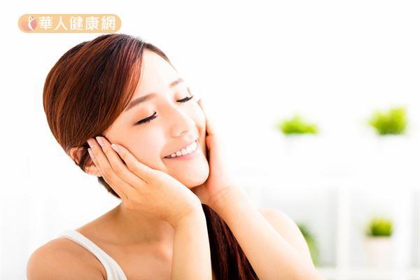 雷射術後建議選用質地溫和、不含皂的潔膚產品。