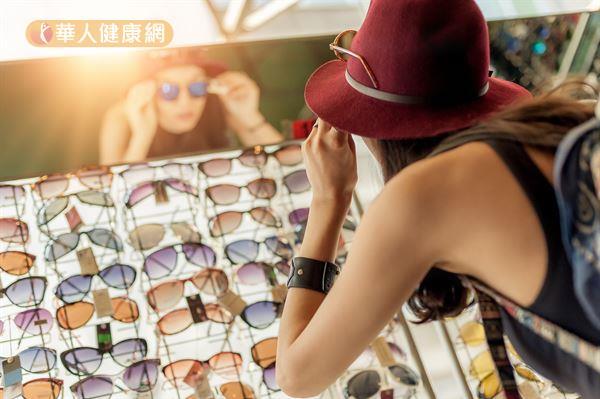 太陽眼鏡百百種,挑選檢驗合格、抗UV400的偏光鏡片,對眼睛更有保障。