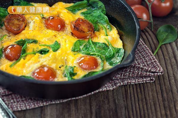 菠菜焗蛋就是一道滿滿葉黃素的料理,美味又可以護眼!