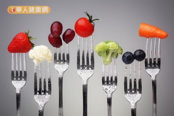 蔬果富含許多維生素C、花青素等抗氧化劑,幫助增進眼部健康。