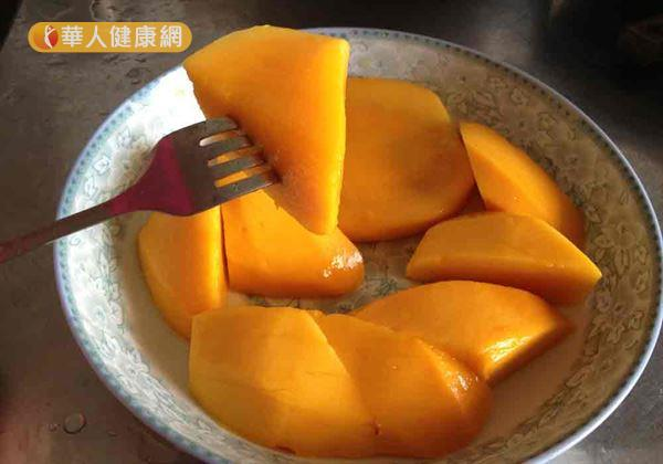 雖然芒果的營養價值很高,但含糖量也很高,建議三高族群不宜多食。