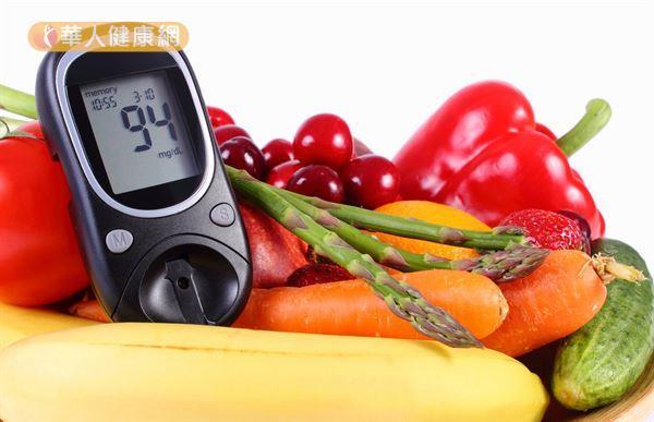 比起要求某些食物不能吃的「限制飲食法」,糖尿病友更需重視的是均衡飲食和飲食不過量。