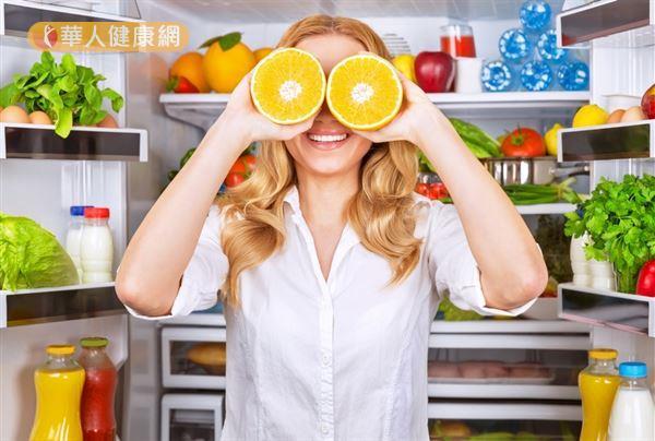 中西醫眼科醫師林名育提醒,即使葉黃素再如何夯,保健視力還是「飲食均衡最重要」。