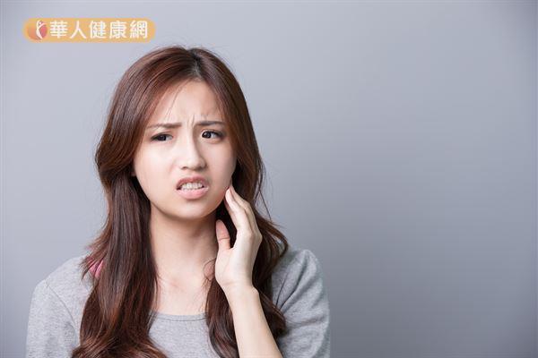 敏感性牙齒到底是如何產生?以醫學角度來看,敏感性牙齒的正確學名應為「牙本質知覺敏感症」(dentin hypersensitivity)。